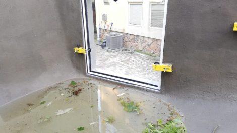 Swimming pool window installation - Swimming pool window installation